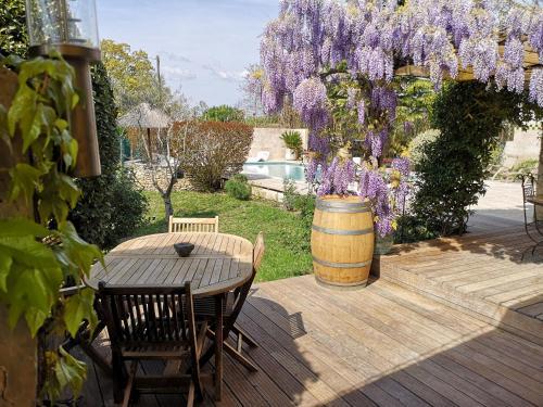 A balcony or terrace at Mas D'Ange en Provence