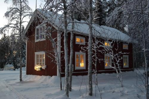 Uitonpuisto Villa during the winter