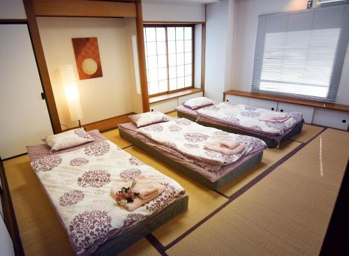 A bed or beds in a room at Guest room Kamakura Nagomi -Hydrangea-
