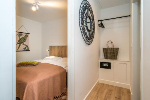 Een bed of bedden in een kamer bij De Herberg Appartementen