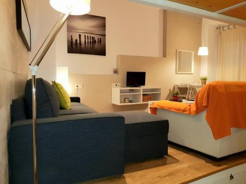 A seating area at Apartamentos Clavero
