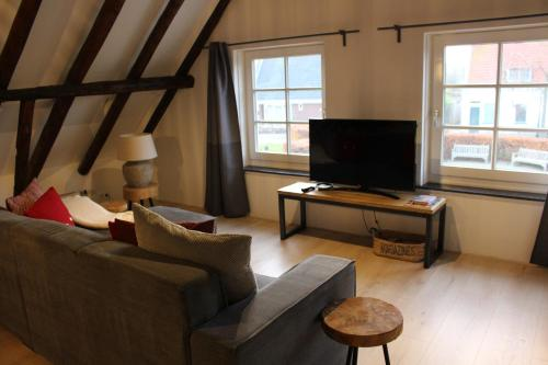 A television and/or entertainment center at Appartement Badnieuweschans