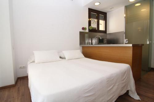 A bed or beds in a room at BCN2STAY Apartments
