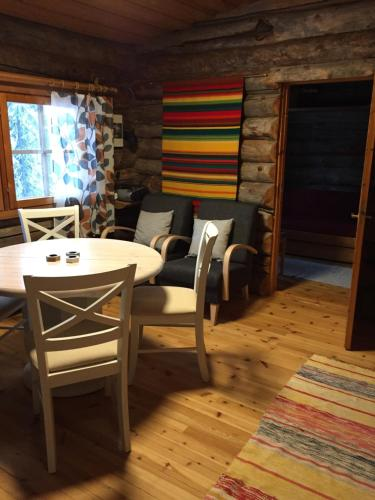 Majoituspaikan Mäntytupa Lodge ravintola tai vastaava paikka