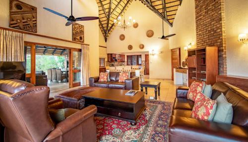 Istumisnurk majutusasutuses Hoyohoyo Unit 573 Kruger Park Lodge