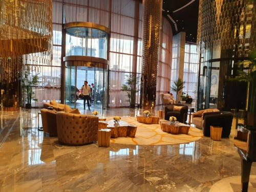 Lobby/Rezeption in der Unterkunft Damac Royale