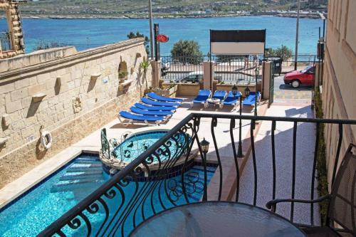 Uitzicht op het zwembad bij White Dolphin Complex of in de buurt