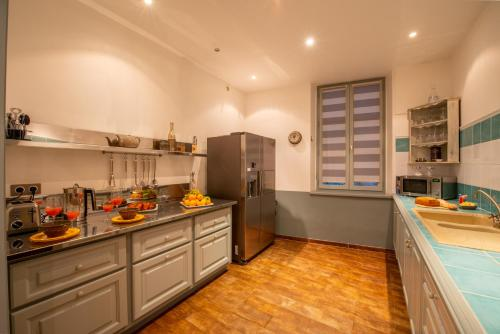 A kitchen or kitchenette at Villa Starlie by The Pearls Collection