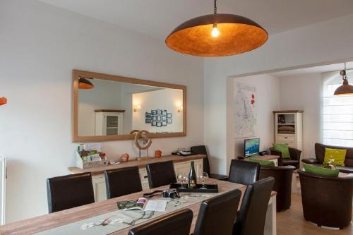 Een restaurant of ander eetgelegenheid bij Plumer House