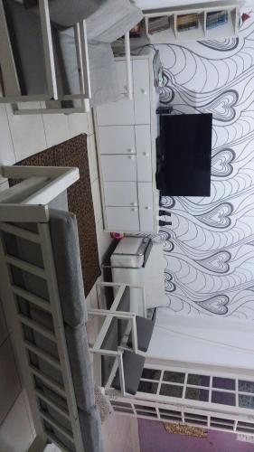 Una televisión o centro de entretenimiento en Ikeda's