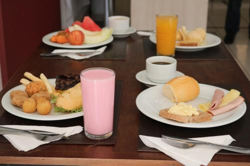 Breakfast options available to guests at Prime Águas da Serra