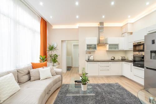 Kuchyňa alebo kuchynka v ubytovaní Clean, Quiet & Cozy in the middle of Downtown