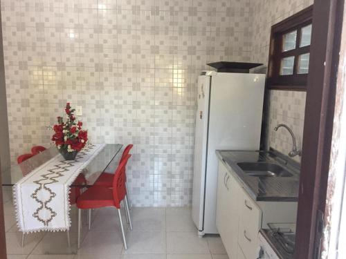A kitchen or kitchenette at Chácara Brandão