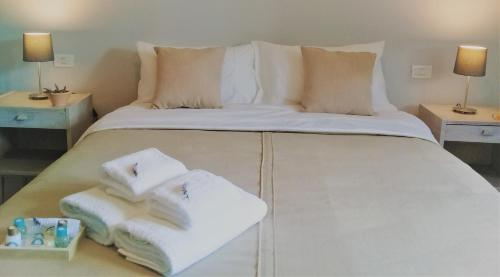 A bed or beds in a room at Terranea Casa Rural