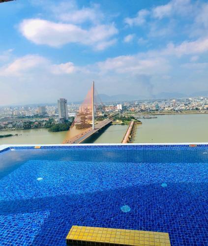 The swimming pool at or close to Fivitel Da Nang
