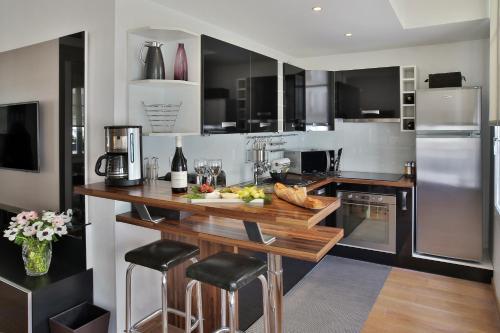Cuisine ou kitchenette dans l'établissement Montmartre Residence