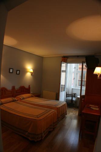 Cama o camas de una habitación en Pensión Bilbao