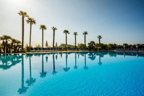 The swimming pool at or near Residence Onda Blu