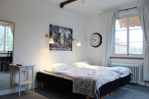 Hotell ppelviken Bromma Kyrka   Low rates. No booking fees.