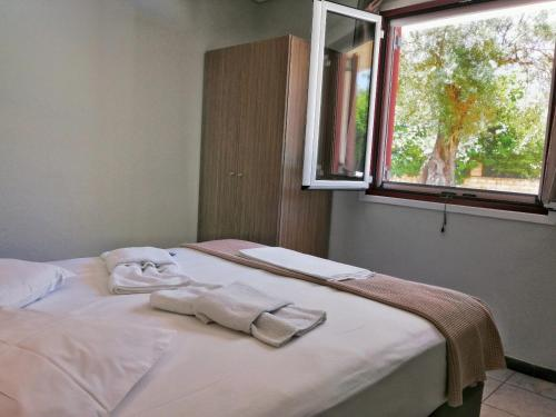 A bed or beds in a room at Calderimi Lefkada