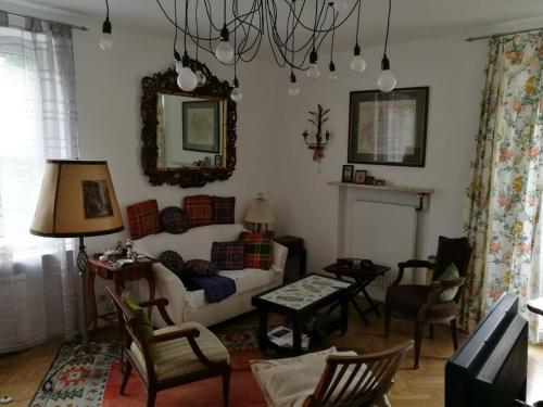 Ein Sitzbereich in der Unterkunft Herrschaftliche Wohnung