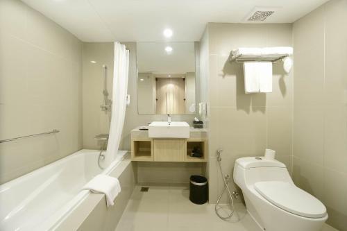 A bathroom at Citadines Kuta Beach Bali