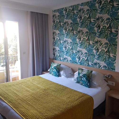 A bed or beds in a room at Le Petit Prince