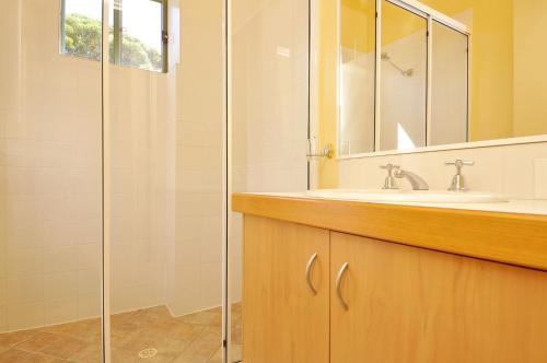 A bathroom at Tree Elle Retreat