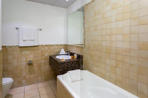 Ein Badezimmer in der Unterkunft Elan Rimal1 Suites
