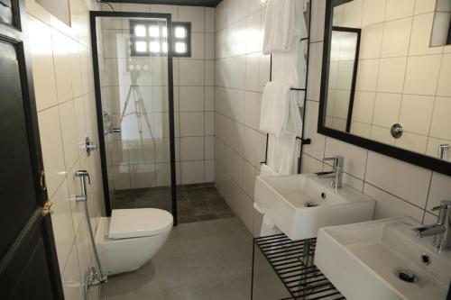 A bathroom at Little Garden Guest House