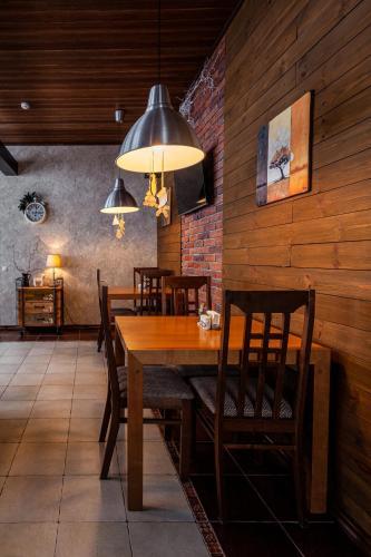 A restaurant or other place to eat at Leontopodium Teletskoye
