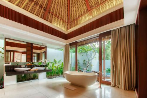 A bathroom at Regali Villa Canggu