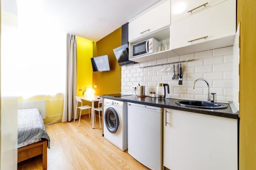 A kitchen or kitchenette at Квартира Одинцово
