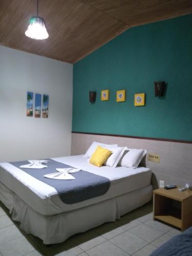 Cama ou camas em um quarto em Hotel Enseada Maracajaú