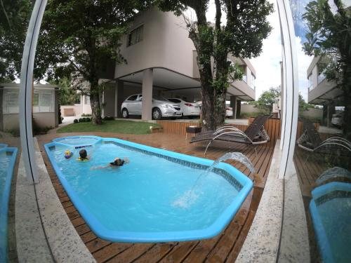 The swimming pool at or near Residencial Tia Dilma
