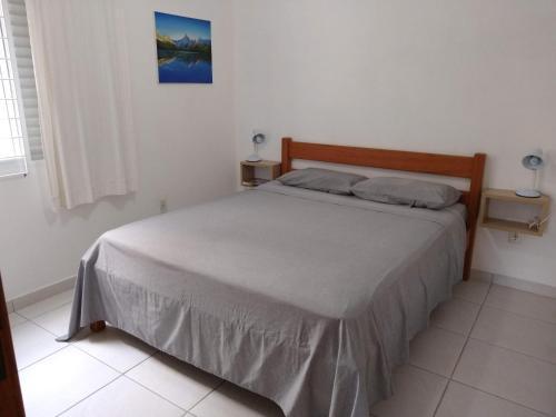 A bed or beds in a room at Canto dos Pássaros Apartamentos