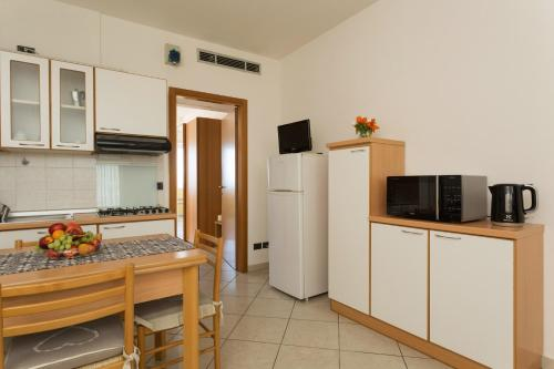 A kitchen or kitchenette at Residence Hotel Piccadilly