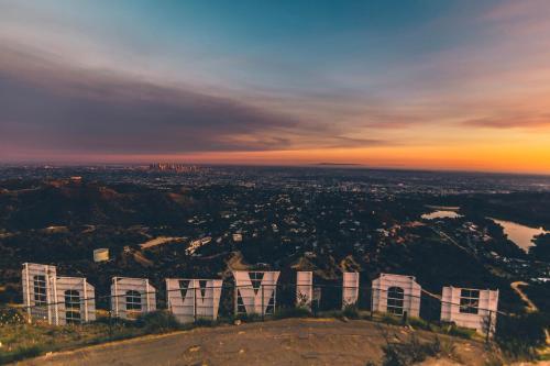 Blick auf Los Angeles Luxury Villa Suites with Garden - 3BR&3BT aus der Vogelperspektive