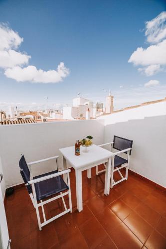 A balcony or terrace at Petit Hotel 5 Fars