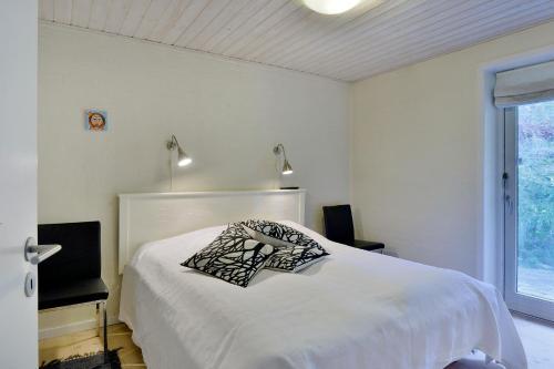 En eller flere senge i et værelse på Klitbakken Apartment