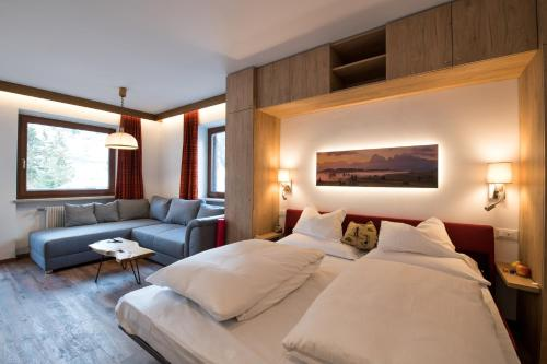 A bed or beds in a room at Residence La Tambra
