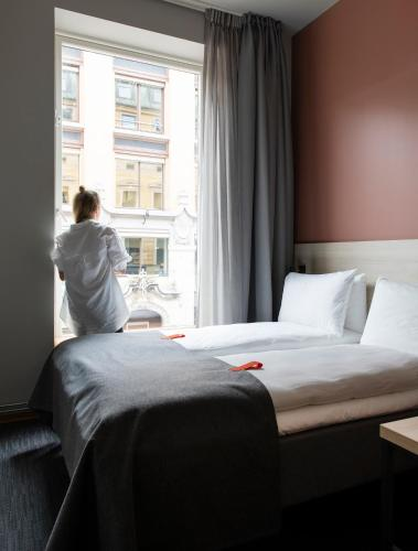 A bed or beds in a room at Citybox Oslo