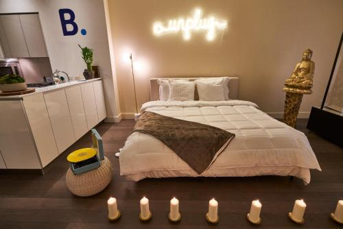 A bed or beds in a room at Resolution Suite: Make Time to Unplug