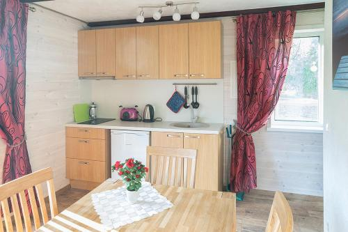 A kitchen or kitchenette at Kiviranna puhkemajad