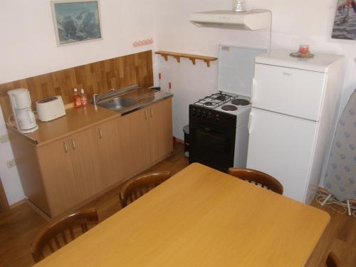Кухня или мини-кухня в Villa Rustica