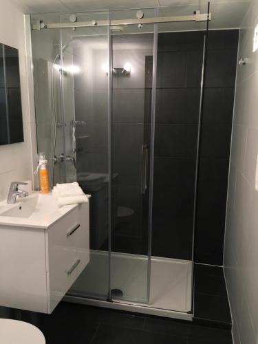 Salle de bains dans l'établissement Design - Appartement - Crans