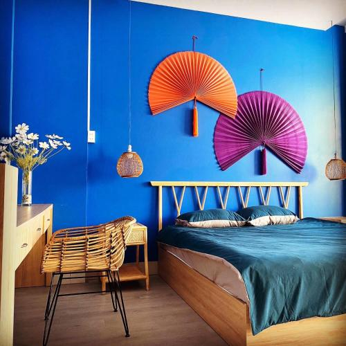 A bed or beds in a room at Emerald Boutique Stay 2
