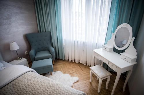 Posedenie v ubytovaní AH Luxury Skynight Apartment