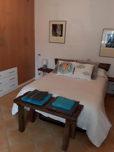 A bed or beds in a room at Casa Albores Priegue