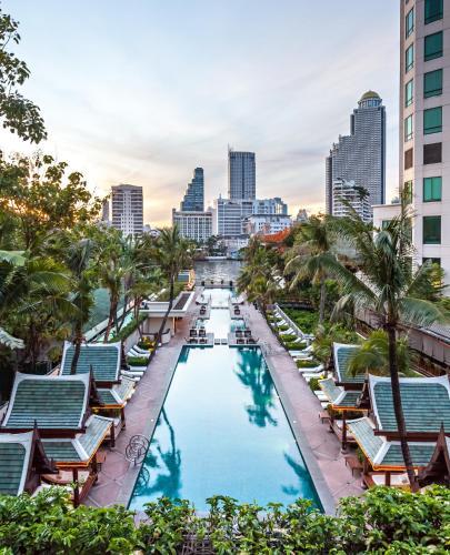 Vista de la piscina de The Peninsula Bangkok o alrededores